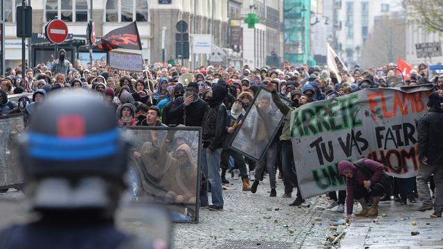 Fransen massaal de straat op voor protest tegen nieuwe arbeidswet