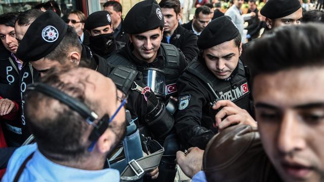 Turkse politie zet kritische tv-stations uit