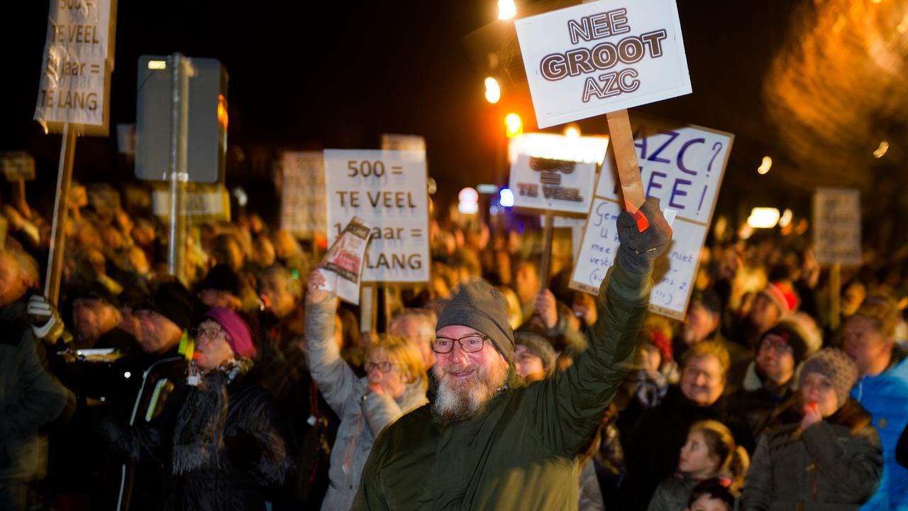 ME grijpt in bij betoging tegen azc in Heesch