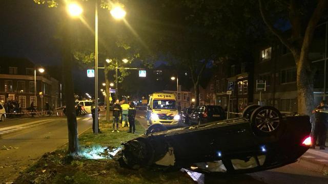 Auto ramt boom op Langegracht