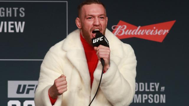 MMA-vechter McGregor daagt bokser Mayweather uit voor bokspartij