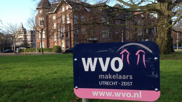Bewoners in Utrecht-Oost ergeren zich aan reclameborden op rotondes