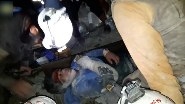 Jongen onder puin vandaan gered bij Aleppo