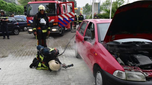 Autobrand bij benzinepomp Plesmanlaan