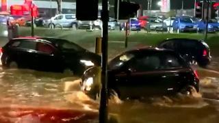 Overstromingen veroorzaken chaos op de weg in Engeland