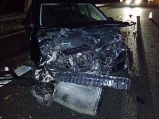 Ondanks de schade aan de auto, heeft de bestuurder geen letsel opgelopen