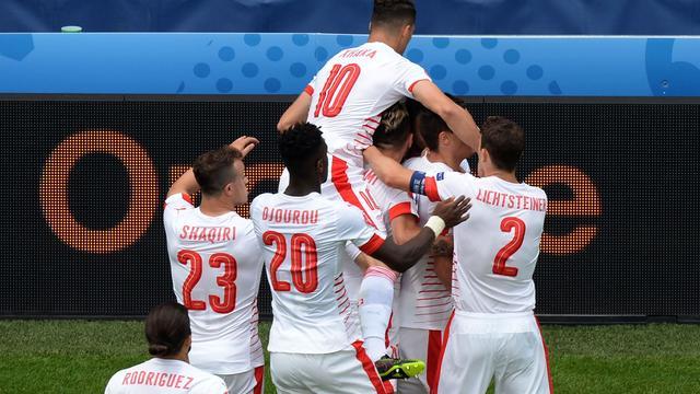 Zwitserland nipt te sterk voor tiental Albanië op EK