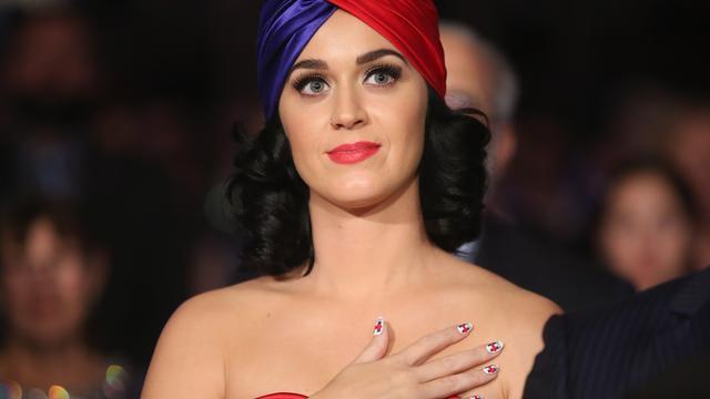 Katy Perry vervult kerstwens van brandslachtoffer