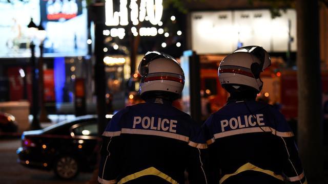 Dit weten we over de schietpartij op de Champs-Élysées in Parijs