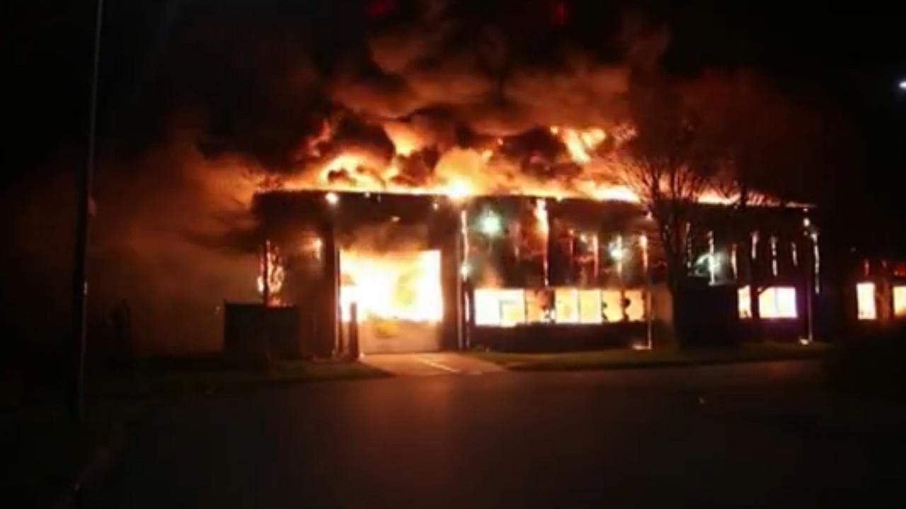 Grote brand bij paintballcentrum in Groningen