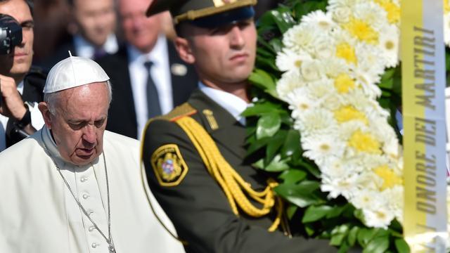 Paus legt krans bij monument voor Armeense genocide in Jerevan