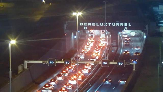 A15 bij Rotterdam dicht tijdens avondspits na ernstig ongeluk