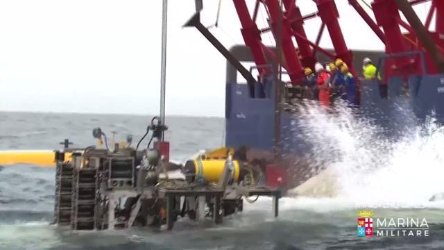 Gezonken schip met honderden vluchtelingen geborgen door Italiaanse marine