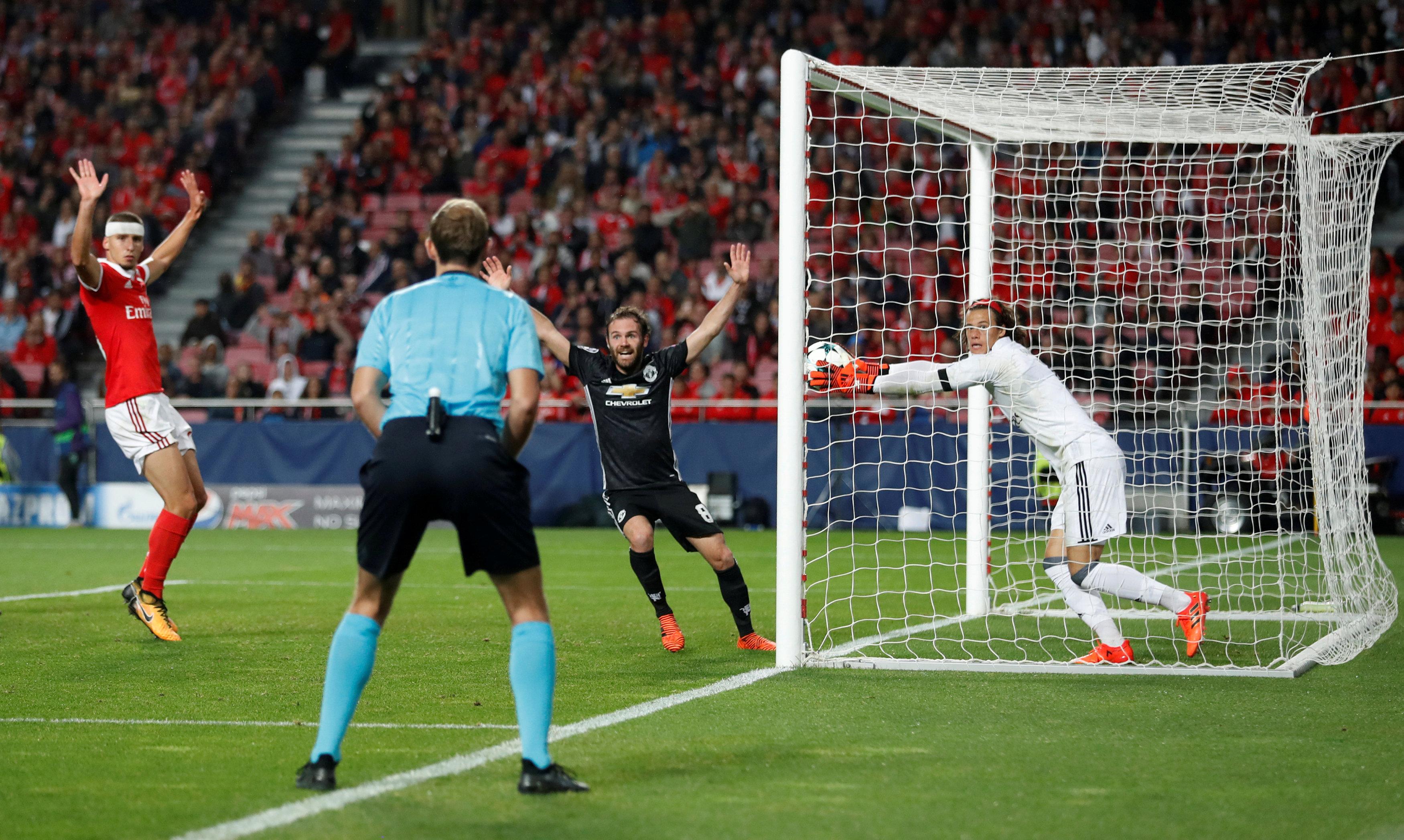 Mourinho prijst Benfica-doelman (18) ondanks cruciale blunder
