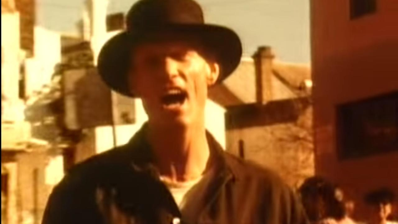 Videoclip: Midnight Oil - Beds are burning