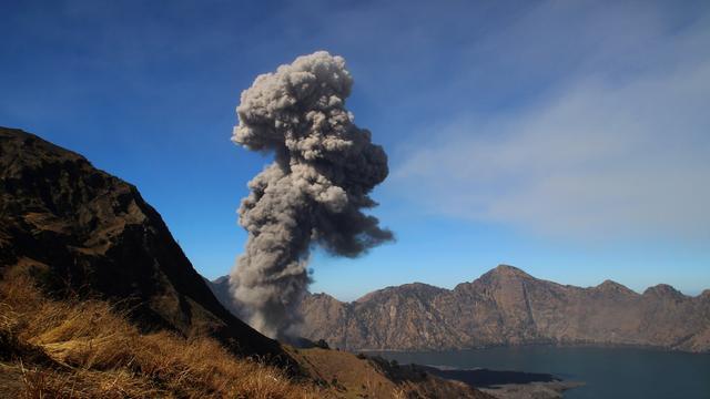 Toeristen op Lombok geëvacueerd voor vulkaan