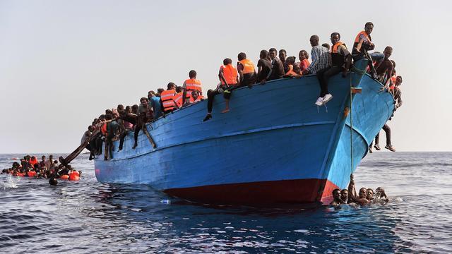 Wat gebeurt er met migranten die van zee worden gered?