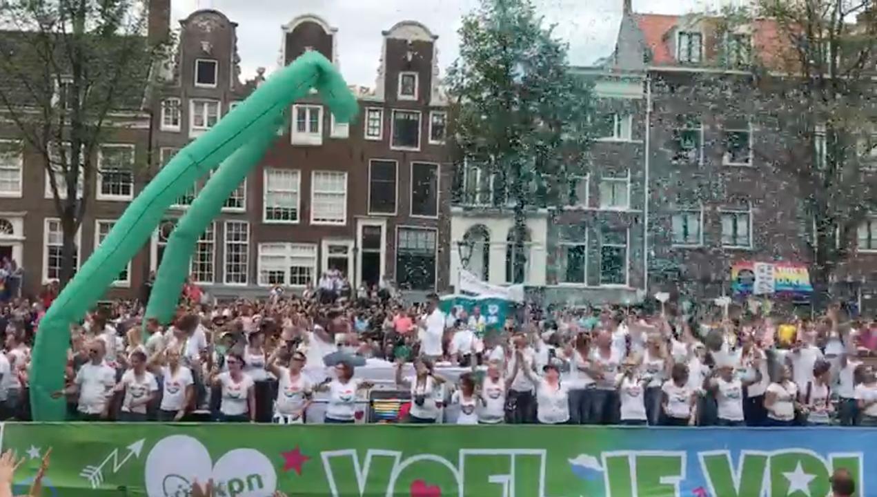 Duizenden toeschouwers bij Canal Pride Amsterdam