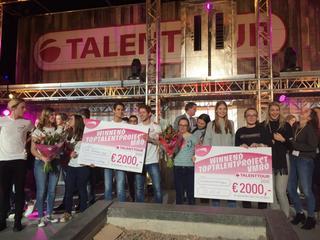Het team van de school werd door een vakjury en het publiek gekozen uit twaalf genomineerde projecten en ontvingen daarmee een cheque van € 2.000,-