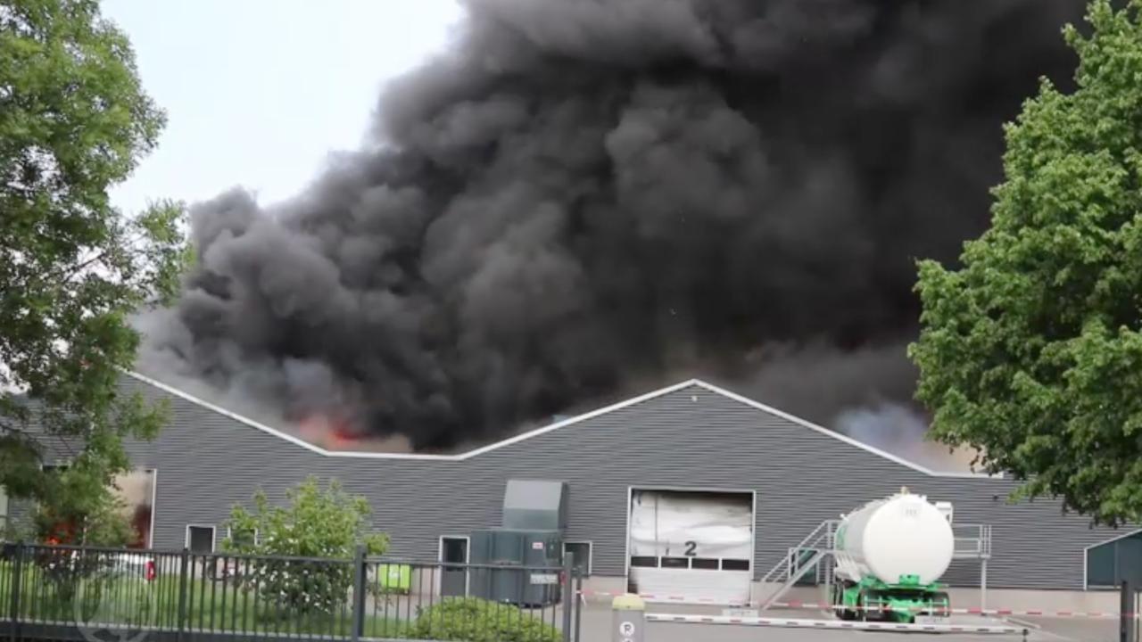 Veel rookontwikkeling bij zeer grote brand industrieterrein Veghel