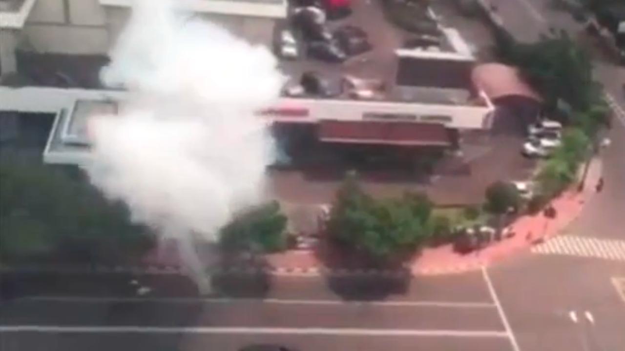 Hulpdiensten arriveren na aanslag Jakarta