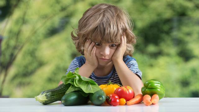 Zo laat je jouw kind meer groenten eten