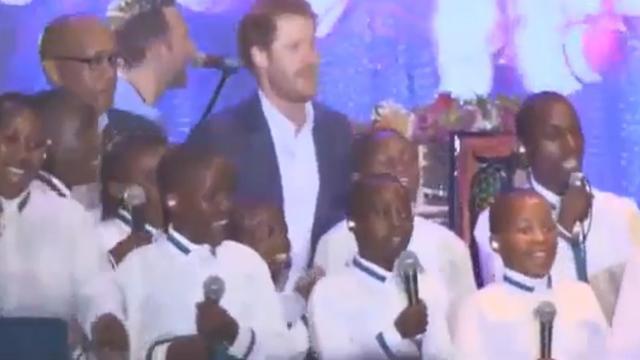 Prins Harry treedt op met Coldplay tijdens benefietconcert