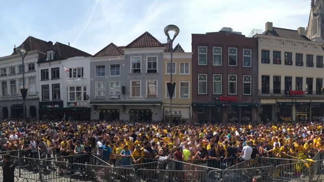 Duizenden mensen in centrum Breda voor huldiging NAC