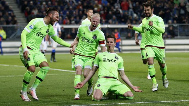 Ajax behoudt koppositie na zege op SC Heerenveen
