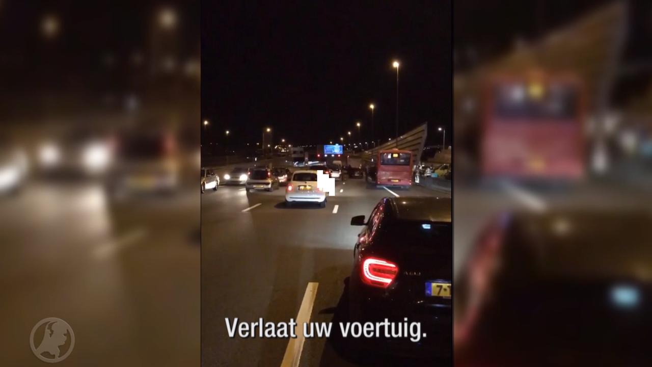 Automobilisten in Coentunnel opgeroepen om auto en tunnel te verlaten