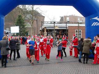 Kerstmannenloop en Roosendaal Zingt Kerst brengen stad in kerstsfeer