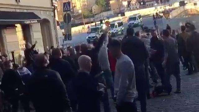 Fans United zingen anti-IS-lied in Stockholm