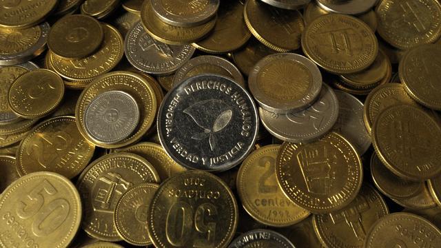Argentinië laat controle over munt los