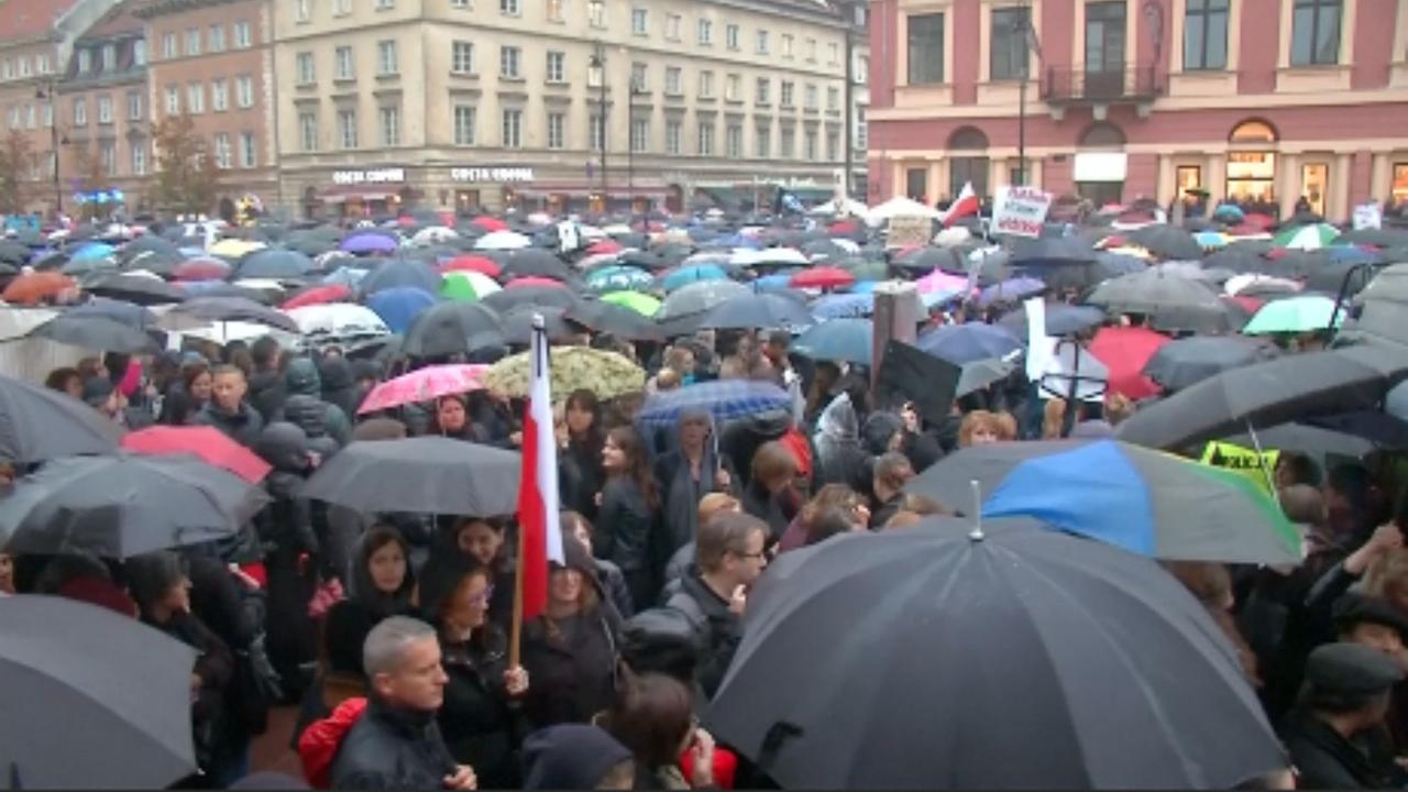 Regering Polen veegt abortusplan van tafel na protesten