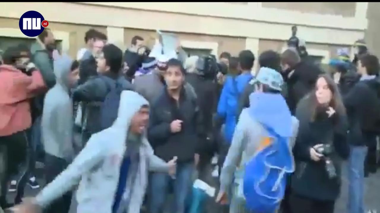 Franse oproerpolitie valt vluchtelingenkamp Parijs Stalingrad binnen