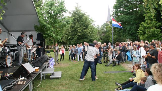 Bezoekers halen herinneringen op tijdens Midzomerparty Etten-Leur