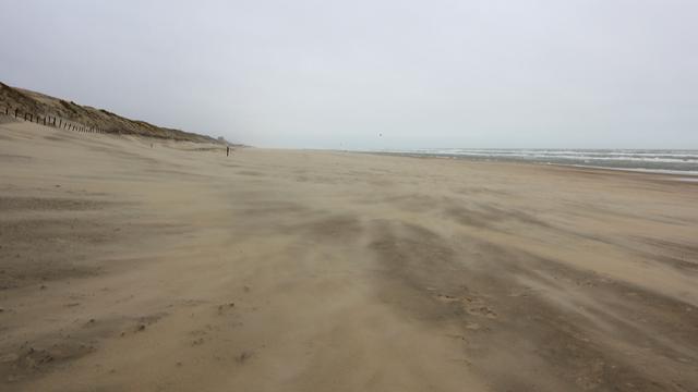 'Man zwaargewond na sprong van strandboulevard in Vlissingen'