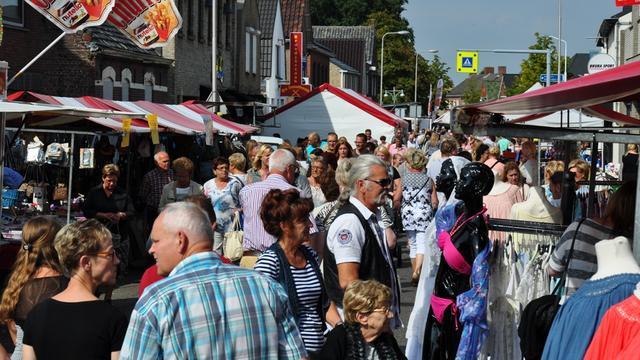 Jaarlijkse braderie Sint Willebrord trekt veel publiek