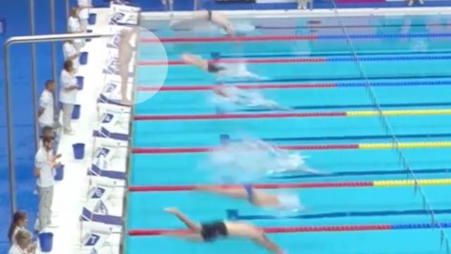 Spaanse zwemmer WK Veteranen houdt in zijn eentje een minuut stilte
