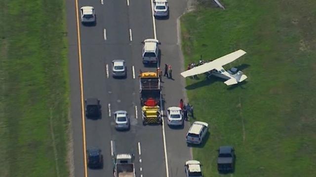 Sportvliegtuigje maakt noodlanding op snelweg bij New York
