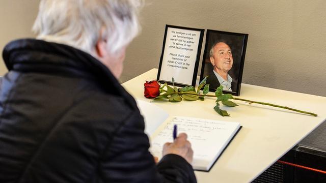 Amsterdam Museum opent condoleanceregister Cruijff