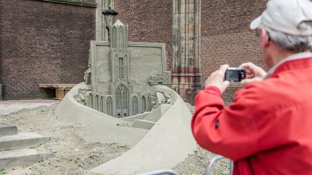 Foto's: Zandsculptuur Domplein krijgt vorm