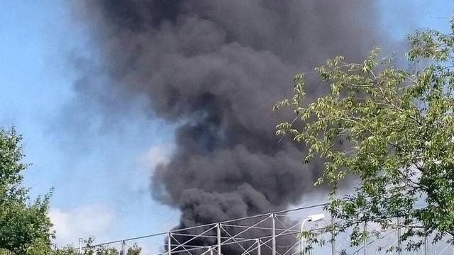 Dakdekker gewond bij uitslaande brand Waternetgebouw Zuidoost