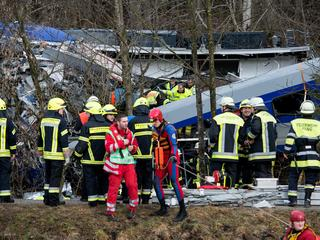 Zeker tien zwaargewonden na frontale botsing tussen twee passagierstreinen