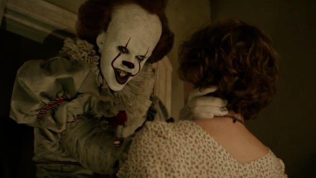 Clown Pennywise terroriseert groep kinderen in nieuwe trailer IT