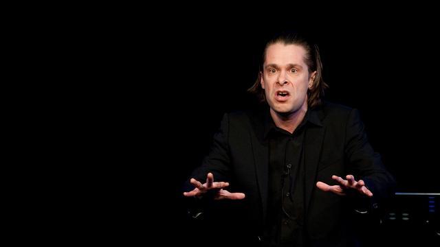 Recensieoverzicht: Nieuwe show Hans Teeuwen 'erg geestig maar niet urgent'