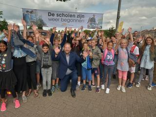 Wethouder Hoekstra trapte de campagne af op drie basisscholen