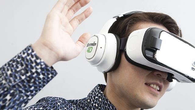 Experimentele virtualrealitybril Samsung laat drager bewegingen voelen