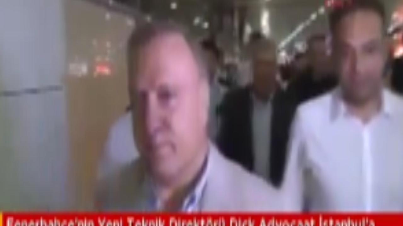 Dick Advocaat aangekomen in Istanbul