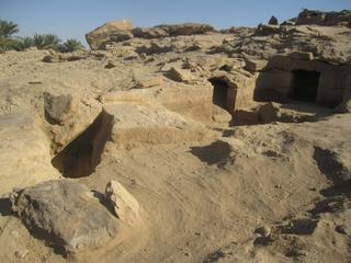 Resten van mensen en dieren aangetroffen in stenen en kleien graven